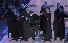 Raphael Gualazzi & The Bloody Beetroots in gara con il brano ''Liberi o no'' durante la terza serata del Festival di Sanremo, 20 febbraio 2014. ANSA/CLAUDIO ONORATI